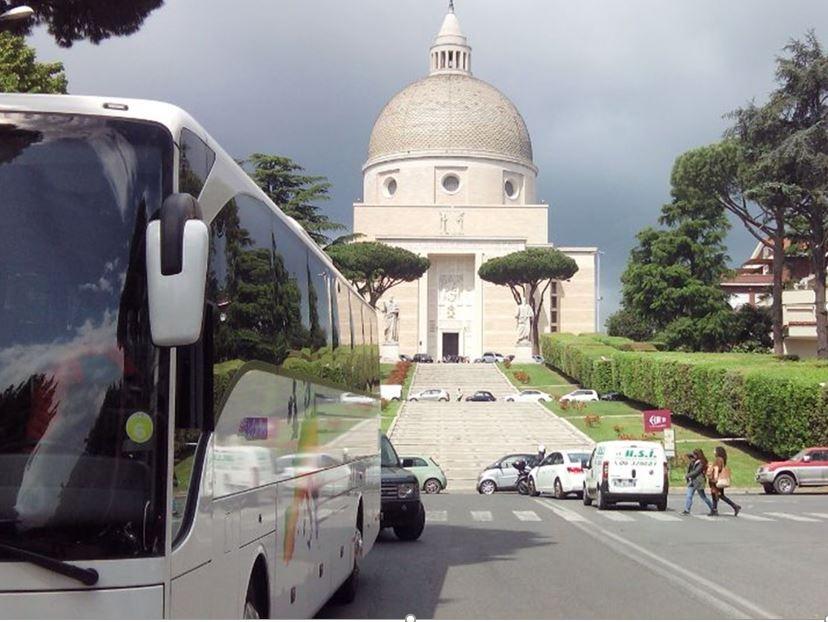 Transport en car : Cars Bleus Organisateur de voyages Mayenne