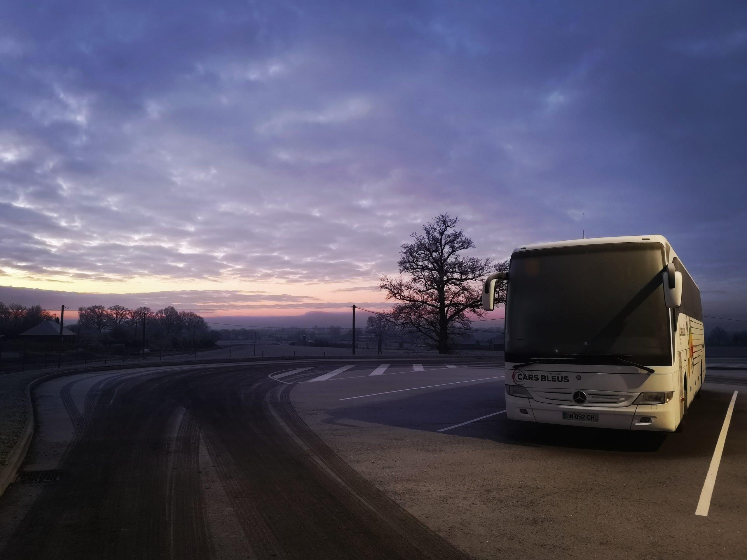 cars bleus voyages Mayenne